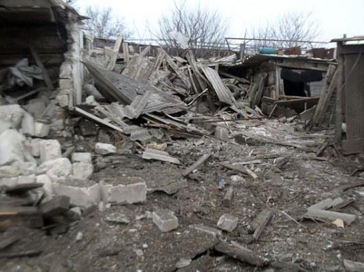 Террористы ударили поселу под Волновахой: ранены два человека, разрушены 15 домов